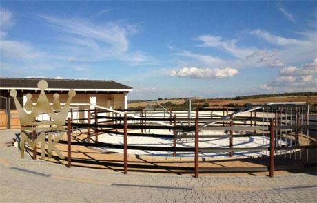 Karuzela dla koni w Yeguada Atienza w Hiszpanii