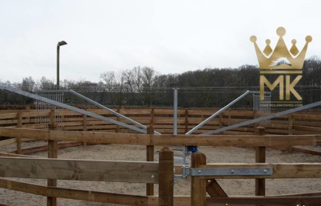 Molenkoning Royal fence for horse walkers with impregnated wood