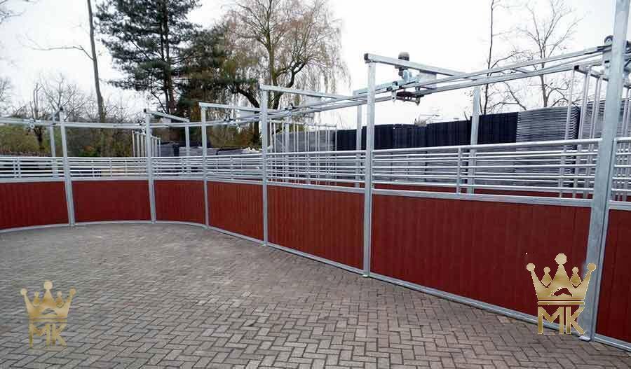 Inngangen til en rail gliding hestetrenermaskin