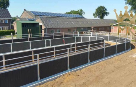 oval fence for training horses