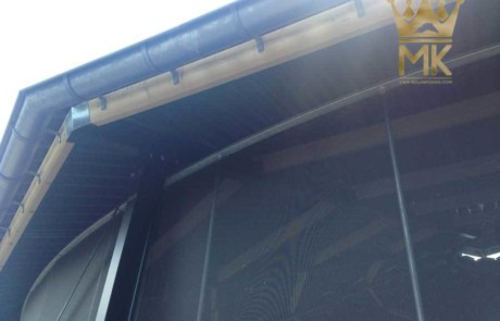 Detalle de vierteaguas de la cubierta de caminador de caballos